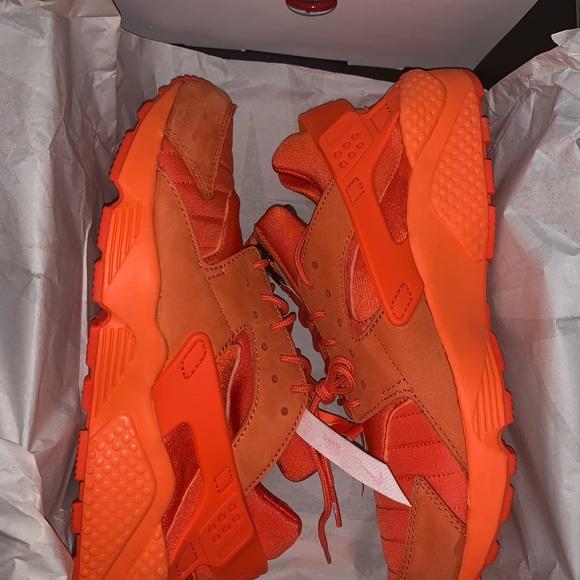 Brand New Neon Orange Nike Huaraches